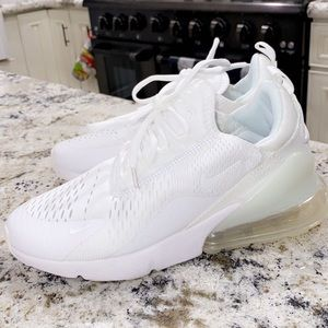 Brand New triple white Nike air 270's 🤍